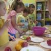 Robiliśmy sałatki owocowe.