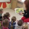 Rodzice czytają dzieciom, mama Ignasia.