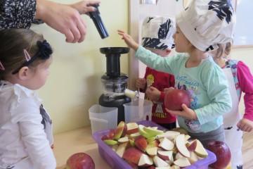Od pestki do jabłka – czyli skąd się biorą jabłka – promocja jabłek – pieczenie ciasta, robienie sok