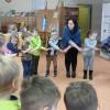 Tygryski w Bibliotece Pedagogicznej na zajęciach z wykorzystaniem teatrzyku kamishibai