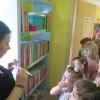Kropeczki zapoznały się z  Bajeczkową   biblioteką