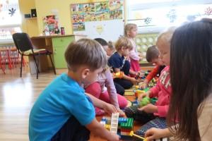 Moja miejscowość – moja droga do przedszkola – tworzenie makiety przedszkola, pobliskich ulic