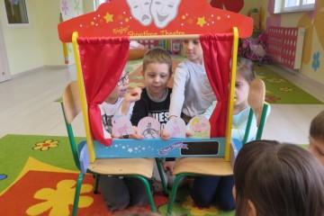 W teatrze – tworzenie teatrzyków kukiełkowych