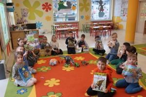 Dzień Dinozaura – dzieci przynoszą do przedszkola książki o dinozaurach, figurki dinozaurów