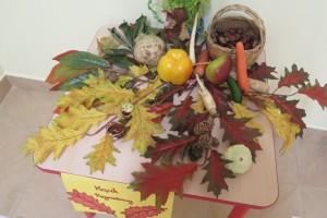 Dary jesieni – degustacja owoców, tworzenie pieczątek z użyciem różnych warzyw