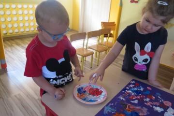 Malujemy palcami – wspólny obraz malowany palcami