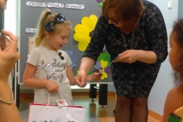 Laura i Mikołaj wyróżnieni w konkursie plastycznym w STO