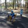 Starszaki w parku.