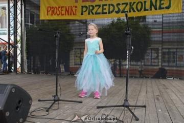 Festiwal Piosenki Przedszkolnej- Magda, Lenka i Ala z gr Kropeczek