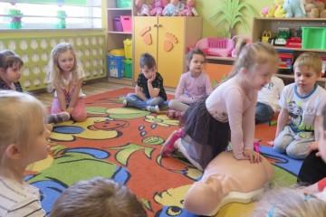 Ćwiczenia pierwszej pomocy w gr Tygrysków i Misiów