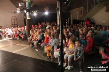 Kropeczki i Misie na Spektaklu 'Cmok' Teatru Scena