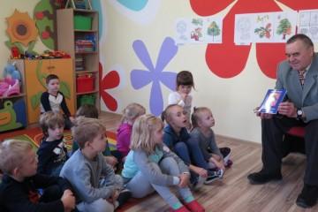 Spotkanie Tygrysków z poetą i pisarzem Panem Stanisławem Kałuckim.